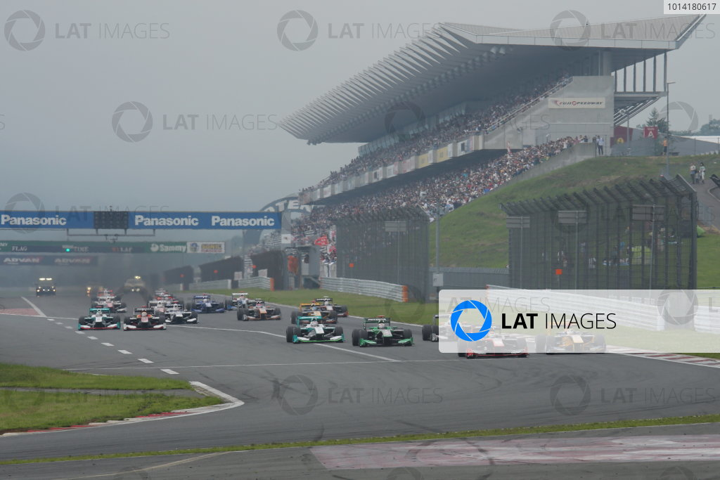 2014 Super Formula Series. Fuji, Japan. 11th - 13th July 2014. Rd 3. Start of the race, action World Copyright: Yasushi Ishihara / LAT Photographic. Ref: 2014SF_Rd3_001.JPG