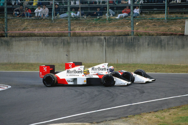 1989 Japanese Grand Prix. Suzuka, Japan.  20-22 October 1989. Ayrton Senna (McLaren MP4/5 Honda) and Alain Prost (McLaren MP4/5 Honda) collide with each other at the Casio Triangle Chicane on lap 46, action.  World Copyright: LAT Photographic. Ref:  89 JAP 08.