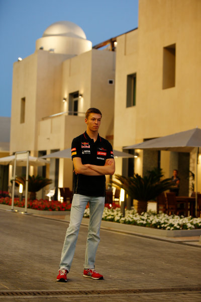 Yas Marina Circuit, Abu Dhabi, United Arab Emirates. Thursday 20 November 2014. Daniil Kvyat, Toro Rosso. World Copyright: Charles Coates/LAT Photographic. ref: Digital Image _N7T4580