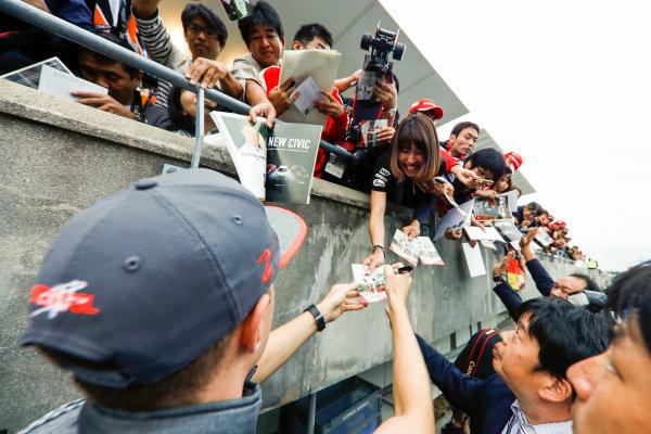 Suzuka Circuit, Japan. Thursday 05 October 2017. Stoffel Vandoorne, McLaren, signs an autograph. World Copyright: Glenn Dunbar/LAT Images  ref: Digital Image _X4I4781
