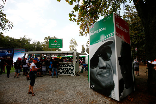 Autodromo Nazionale di Monza, Italy. Friday 01 September 2017. The atmosphere in the F1 Fanzone. World Copyright: Andy Hone/LAT Images  ref: Digital Image _ONZ1841