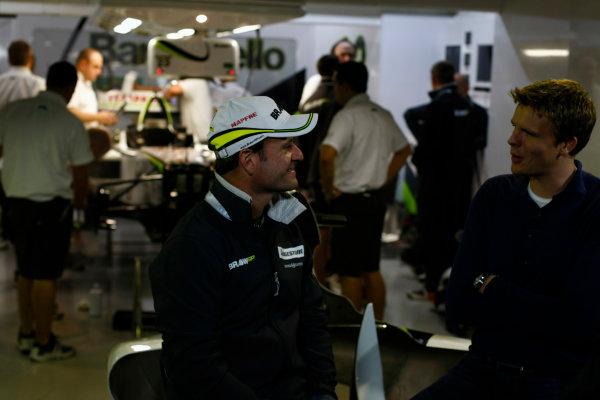 Interlagos, Sao Paulo, Brazil.17th October 2009.Rubens Barrichello, Brawn GP BGP001 Mercedes. Portrait. World Copyright: Charles Coates/LAT Photographicref: Digital Image _26Y2524
