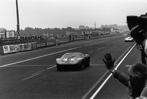 Le Mans, France. 14-15 June 1969.Jacky Ickx/Jackie Oliver (Ford GT40), 1st position, leads Hans Herrmann/Gerard Larrousse (Porsche 908), 2nd position, action.World Copyright: LAT PhotographicRef: L69/608/14-14A
