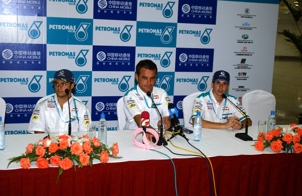 2004 Petronas Shanghai International Race Festival (DTM)Shanghai, China. 17th - 18th July.The Sauber-Petronas F1 Team, including Felipe Massa, made an appearance.World Copyright: Andre Irlmeier/LAT Photographicref: Digital Image Only