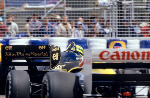 1986 Australian Grand PrixAdelaide, Australia. 24th - 26th October.Nelson Piquet (Williams Honda) chases Ayrton Senna (Lotus Renault). Action.World Copyright: LAT Photographicref: 86 AUS 11