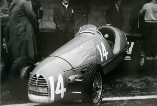 1952 Belgian Grand Prix.Spa-Francorchamps, Belgium. 22 June 1952.The Gordini T16 of Robert Manzon in the pits. Ref-52/23 #19.World Copyright - LAT Photographic
