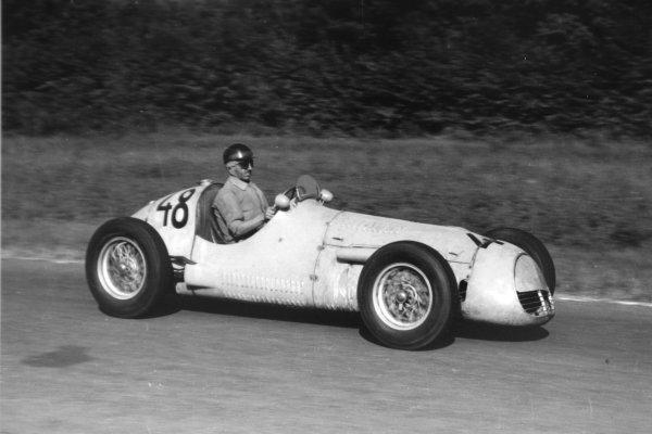 "1952 Italian Grand Prix.Monza, Italy. 7 September 1952.Francesco ""Chico"" Landi (Maserati A6GCM), 8th position. Ref-52/51 #28A.World Copyright - LAT Photographic"