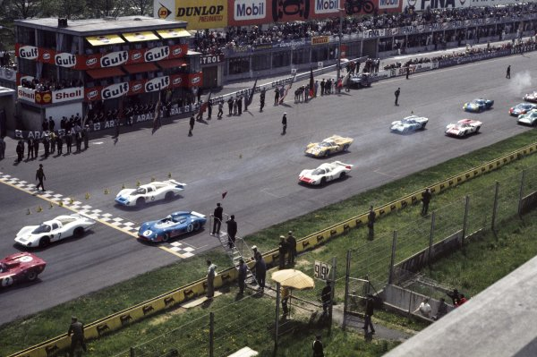 1969 Monza 1000kms.Monza, Italy. 25th April 1969.Jo Bonnier/Herbert Muller, Lola T70 Mk3B, retired, start action.World Copyright: LAT PhotographicRef: