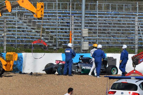 Lewis Hamilton (GBR) Mercedes AMG F1 W05 crashes at Turn One. Formula One Testing, Jerez, Spain, Day One, Tuesday 28 January 2014.