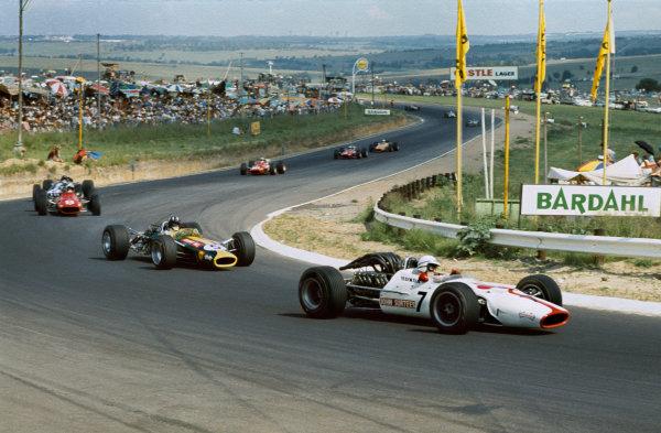 Kyalami, South Africa. 1 January 1968. Rd 1. John Surtees (Honda RA300-Honda), 8th position, action. World Copyright: LAT Photographic Ref: 68SA50.