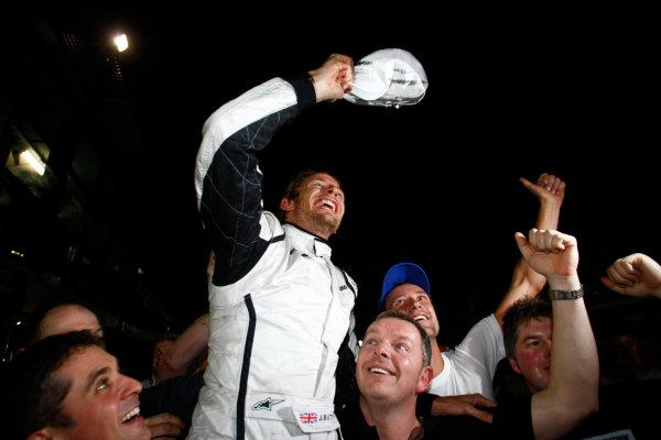 Albert Park, Melbourne, Australia29th March 2009.Jenson Button, Brawn GP BGP001 Mercedes, 1st position, celebrates with his team. Portrait. World Copyright: Charles Coates/LAT Photographicref: Digital Image _26Y0826