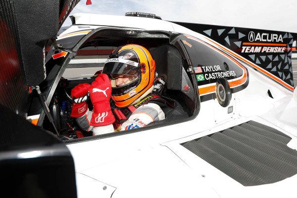 Prototype Motul Pole Award winner #7 Acura Team Penske Acura DPi, P: Helio Castroneves