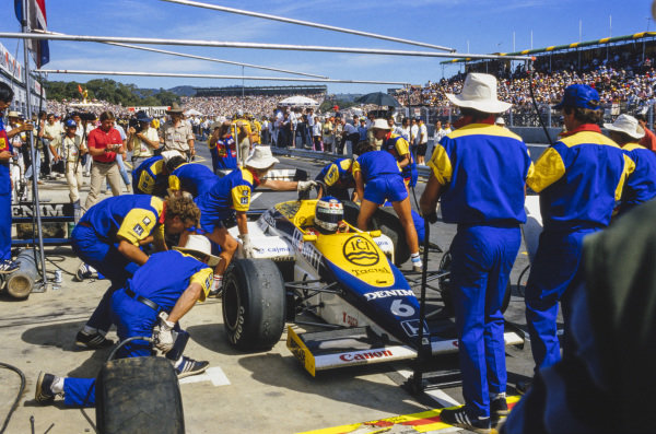Keke Rosberg, Williams FW10 Honda, making a pitstop.