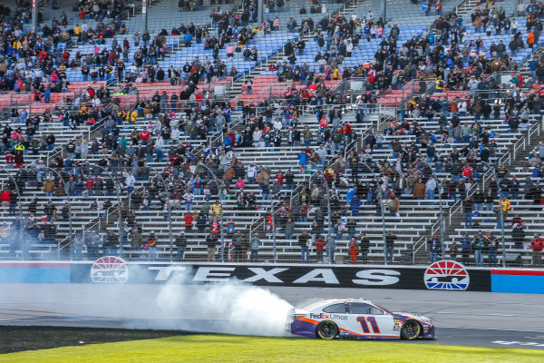 #11: Denny Hamlin, Joe Gibbs Racing, Toyota Camry FedEx Office celebration