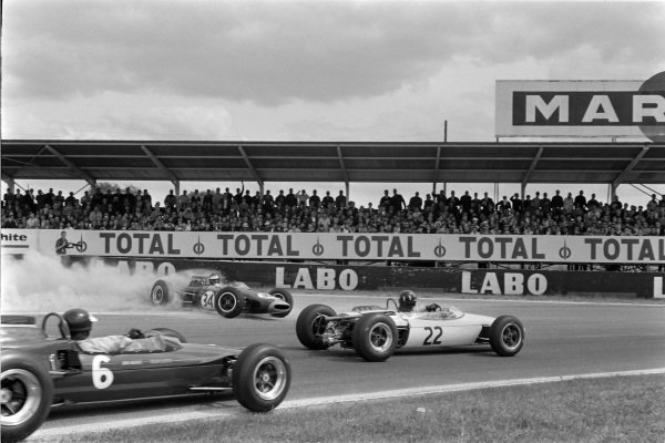 Graham Hill, Brabham BT16 BRM, leads Jim Clark, Lotus 35 Ford, past the spinning Jochen Rindt, Brabham BT16 Ford.