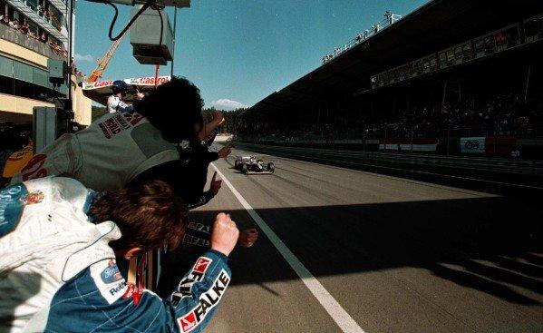 1997 Austrian Grand Prix.A1-Ring, Zeltweg, Austria.19-21 September 1997.Jacques Villeneuve (Williams FW19 Renault) 1st position.World Copyright - LAT Photographic