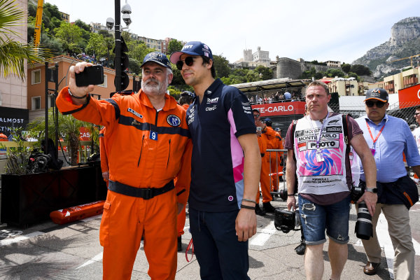 Lance Stroll, Racing Point poses for a selfie with a marshal