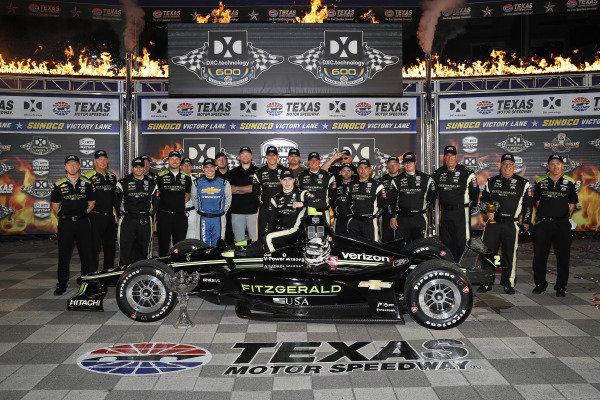 Josef Newgarden, Team Penske Chevrolet celebrates in victory lane with his team