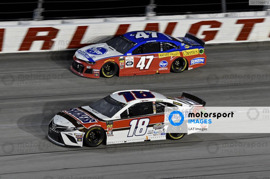 #18: Kyle Busch, Joe Gibbs Racing, Toyota Camry Snickers Throwback, #47: Ryan Preece, JTG Daugherty Racing, Chevrolet Camaro Kroger