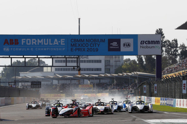 Pascal Wehrlein (DEU), Mahindra Racing, M5 Electro, leads at the start of the race