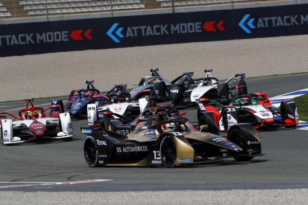 Antonio Felix da Costa (PRT), DS Techeetah, DS E-Tense FE21, leads Sebastien Buemi (CHE), Nissan e.Dams, Nissan IMO2, Rene Rast (DEU), Audi Sport ABT Schaeffler, Audi e-tron FE07, Sergio Sette Camara (BRA), Dragon Penske Autosport, Penske EV-5, Pascal Wehrlein (DEU), Tag Heuer Porsche, Porsche 99X Electric, Edoardo Mortara (CHE), Venturi Racing, Silver Arrow 02, Robin Frijns (NLD), Envision Virgin Racing, Audi e-tron FE07, and Stoffel Vandoorne (BEL), Mercedes Benz EQ, EQ Silver Arrow 02, at the start
