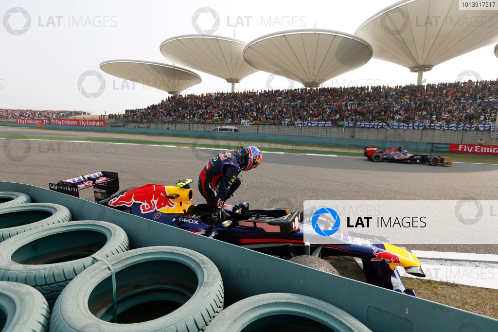 Shanghai International Circuit, Shanghai, China Sunday 14th April 2013 Mark Webber, Red Bull RB9 Renault, climbs from his cockpit after a loose wheel detaches from his car. World Copyright: Charles Coates/LAT Photographic ref: Digital Image _N7T6722