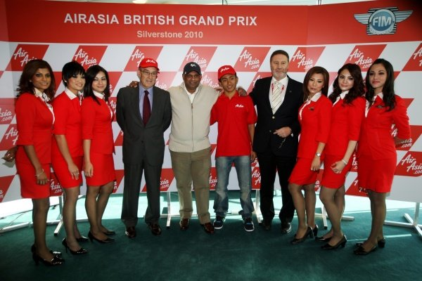 Carmelo Ezpeleta (ESP) CEO Dorna Sports S.L. and Tony Fernandes (MAL), CEO AirAsia Group, 18-year-old Mohd Zulfahmi Khairuddin (MAL) who will become the first Malaysian to compete in MotoGP's 125cc category, and Richard Phillips (GBR), Managing Director Silverstone Circuit.