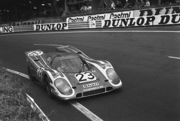 1970 Le Mans 24 hours. Le Mans, France. 13th - 14th June 1970. Hans Herrmann / Richard Attwood (Porsche 917K), 1st position, action. World Copyright: LAT Photographic. Ref: 1297N - 35A.