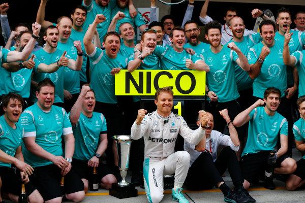 Shanghai International Circuit, Shanghai, China. Sunday 17 April 2016. Nico Rosberg, Mercedes AMG, 1st Position, celebrates with his team. World Copyright: Andy Hone/LAT Photographic ref: Digital Image _ONY5785