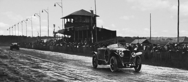 1923 Le Mans 24 hours. Le Mans, France. 26th - 27th May 1923. Pierre Malleveau / Milhaud (Georges-Irat Type 4A Sport), 29th position, pit stop action.  World Copyright: LAT Photographic.  Ref:  B/W Print.