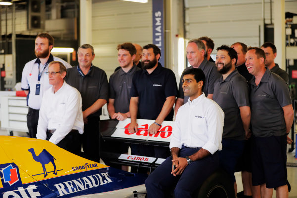 Williams 40 Event Silverstone, Northants, UK Friday 2 June 2017. A group photo next to the Williams FW14B Renault. Dickie Stanford sits on the right-rear wheel, and Karun Chandhok on the left-rear wheel. World Copyright: Sam Bloxham/LAT Images ref: Digital Image _54I2015