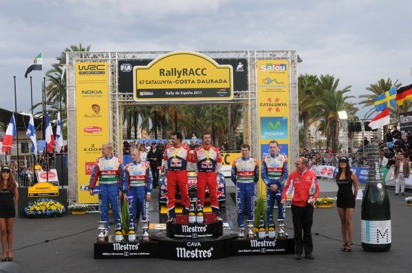 Top 3 crews on the podium.