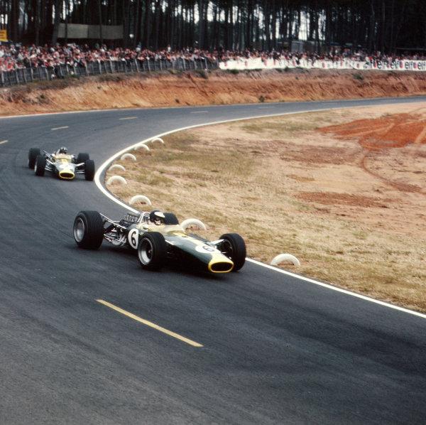 Bugatti Circuit, Le Mans, France.30/6-2/7 1967.Jim Clark leads Graham Hill (both Lotus 49 Ford's).Ref-3/3028.World Copyright - LAT Photographic