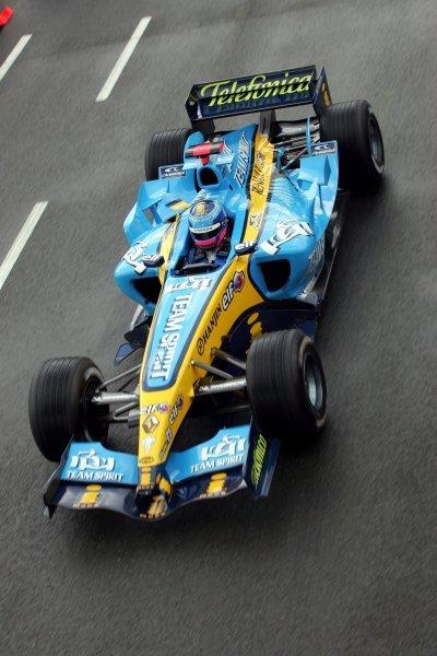 Franck Montagny (FRA) Renault R25.Formula One Testing, Silverstone, England, 22 February 2005.DIGITAL IMAGE