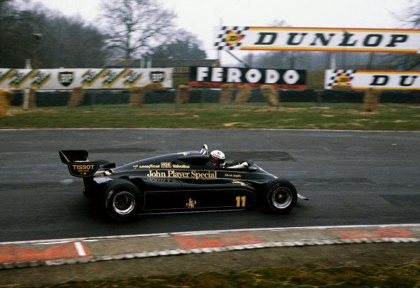 Brands Hatch, England.Elio de Angelis (Lotus 91-Ford), action. World Copyright: LAT Photographic.Ref:  82TestBrands04
