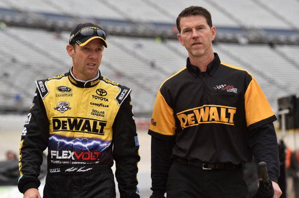 30 September-2 October, 2016, Dover, Delaware USA Matt Kenseth, DeWalt Flexvolt Toyota Camry and Jason Ratcliff ? 2016, Nigel Kinrade LAT Photo USA
