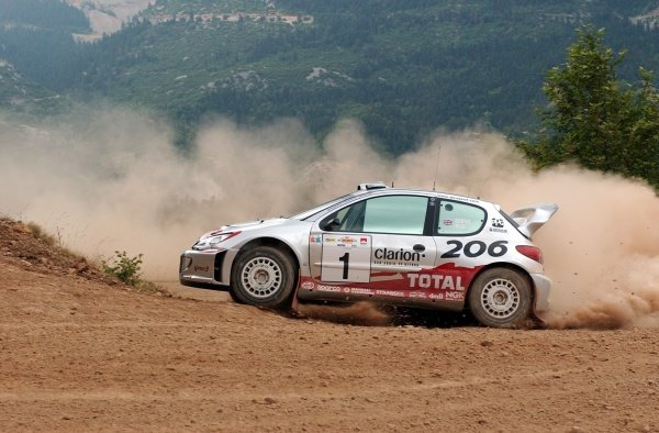 Richard Burns (GBR) Peugeot 206 WRC