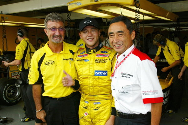(L to R): Eddie Jordan (IRE) Jordan Team Principal with Satoshi Motoyama (JPN) Jordan and Hiroshi Yasukawa (JPN) Bridgestone Director of Motorsport.