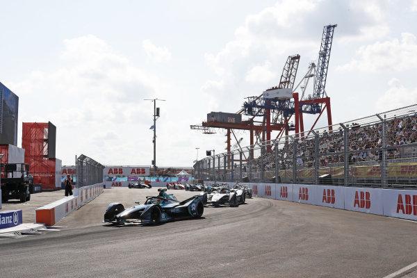 Oliver Turvey (GBR), NIO 333, NIO 333 001, leads Norman Nato (FRA), Venturi Racing, Silver Arrow 02