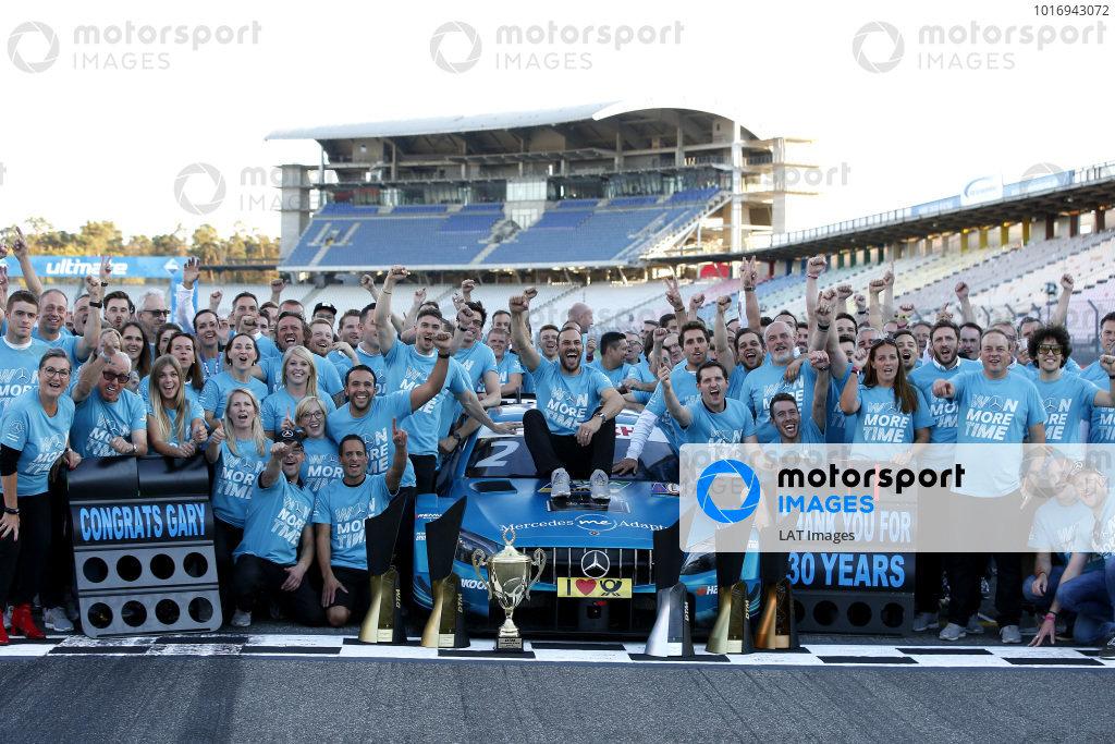 Champion Gary Paffett, Mercedes-AMG Team HWA celebrate with team