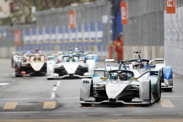 Oliver Turvey (GBR), NIO Formula E Team, NIO Sport 004 leads Antonio Felix da Costa (PRT), BMW I Andretti Motorsports, BMW iFE.18
