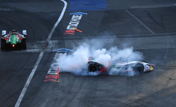 Lucas Di Grassi (BRA), Audi Sport ABT Schaeffler, Audi e-tron FE05 doing burnouts to celebrate his race victory