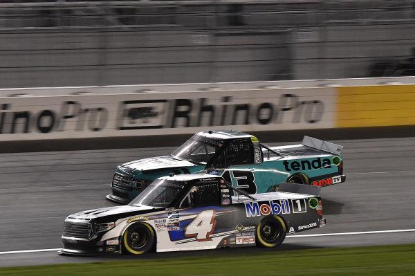 #4: Raphael Lessard, Kyle Busch Motorsports, Toyota Tundra Mobil 1, #13: Johnny Sauter, ThorSport Racing, Ford F-150 Tenda