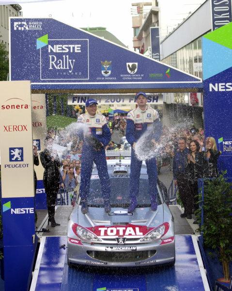 2001 World Rally Championship.Neste Rally Finland. Jyvaskyla, August 24-26, 2001.Marcus Gronholm celebrates on the podium.Photo: Ralph Hardwick/LAT