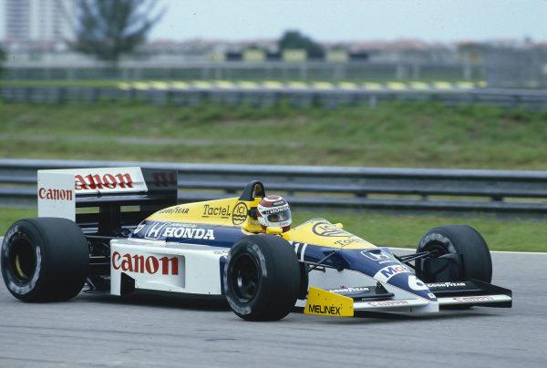 1986 Brazilian Grand Prix.Jacarepagua, Rio de Janeiro, Brazil.21-23 March 1986.Nelson Piquet (Williams FW11 Honda) 1st position.Ref-86 BRA 14.World Copyright - LAT Photographic