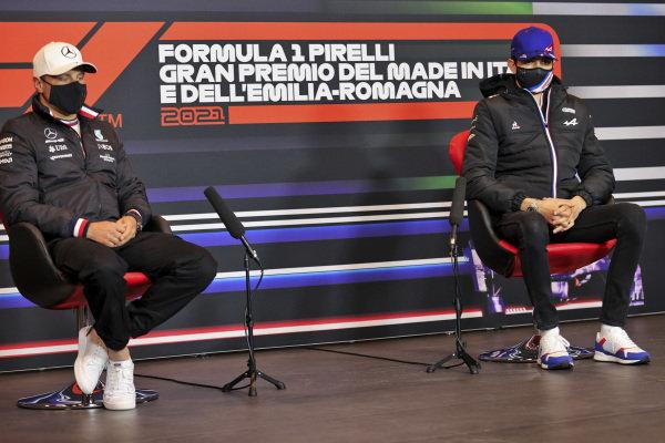 Valtteri Bottas, Mercedes and Esteban Ocon, Alpine F1 in the Press Conference