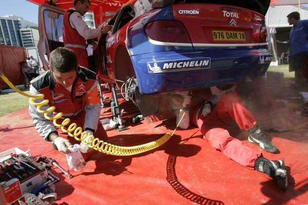 2005 FIA World Rally Champs. Round Sixteen, Rally Australia.10th - 13th November 2004.Francois Duval, Citroen, service.World Copyright: McKlein/LAT