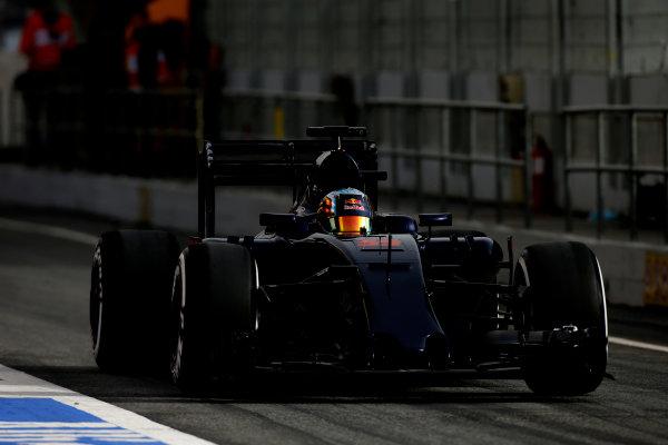 Circuit de Catalunya, Barcelona, Spain Monday 22 February 2016. Carlos Sainz Jr, Toro Rosso STR11 Ferrari, in the pit lane. World Copyright: Glenn Dunbar/LAT Photographic ref: Digital Image _W2Q0961