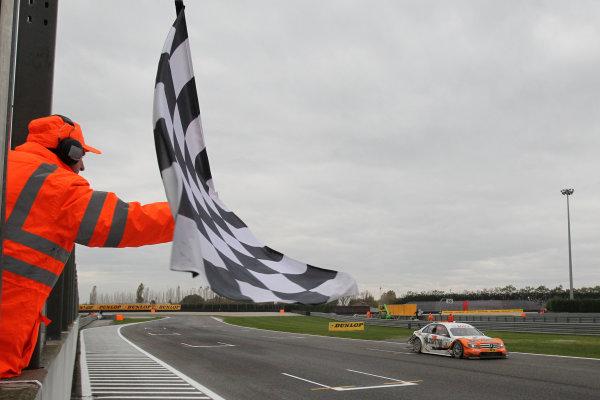Chequered flag for pole sitter Gary Paffett (GBR), Salzgitter AMG Mercedes, Salzgitter AMG Mercedes C-Klasse (2009).DTM, Rd10, Adria International Raceway, Italy. 29-31 October 2010 World Copyright: LAT Photographicref: dne1031oc123