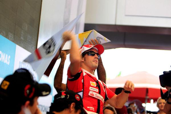 Sepang, Kuala Lumpur, Malaysia4th April 2010Fernando Alonso, Ferrari F10, and Karun Chandhok, HRT F1 F110-02, launch paper planes into the crowd. Portrait. Atmosphere. World Copyright: Glenn Dunbar/LAT Photographicref: Digital Image _G7C3989